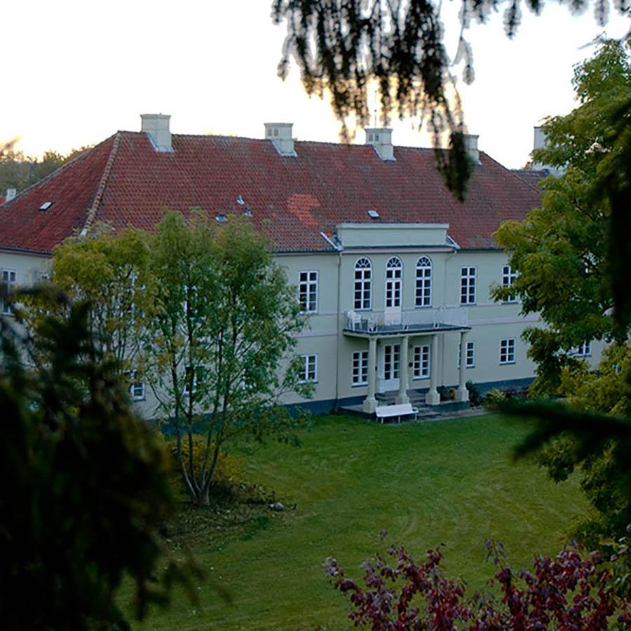 Heldagsskolen på Lindersvold ligger mellem Faxe og Præstø.