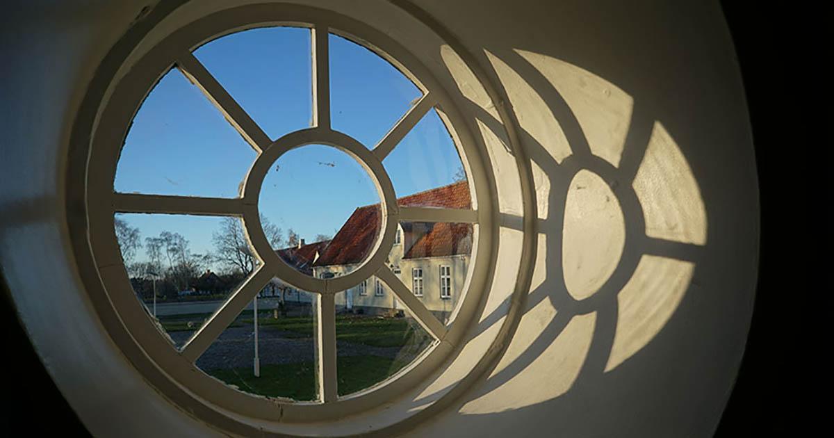 Heldagsskolen på Lindersvold tilbyder helhedsorienterede løsninger for børn og unge som har haft det svært.